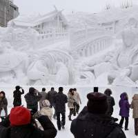 Snow festival begins in Sapporo