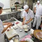 Wanna-be sushi chefs hope to make the cut at rigorous Tokyo boot camp