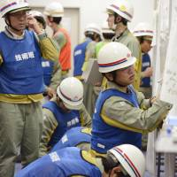 Chubu Electric simulates tsunami for drill at Shizuoka nuclear plant