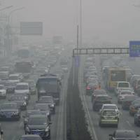 Chinese smog bomb floats toward Japan