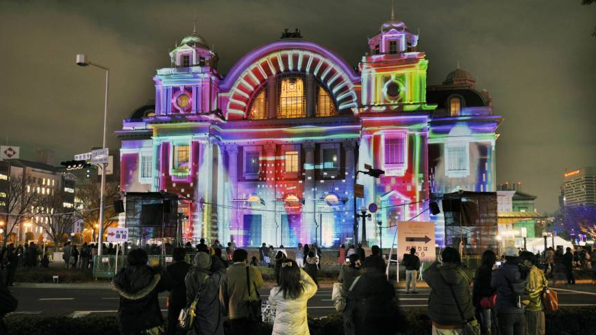 Almost alive: The Osaka City Central Public Hall in Kita Ward boasts projection mapping imagery in December.