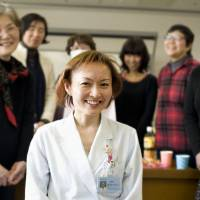New lease: Medical social worker Kaori Osawa holds a session for cancer patients at Tokyo Kyosai Hospital in Meguro Ward. | KYODO