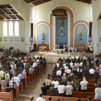 In remembrance: People pray Sunday for the victims of last week's attack on Guam during a special Mass at the Dulce Nombre de Maria Cathedral-Basilica in the island's capital, Hagatna. | KYODO