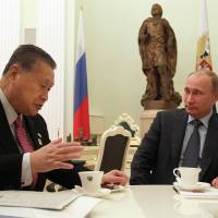 Moscow meeting: Former Prime Minister Yoshiro Mori speaks with Russian President Vladimir Putin in the Kremlin on Thursday. | AFP-JIJI