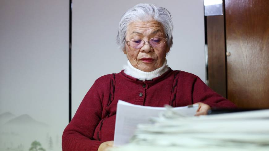 Fine print: Itoko Uchida, 82, reads a document in her Fujimi, Saitama Prefecture, home on Feb. 19.