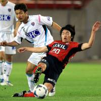 Young gun: Gaku Shibasaki (right) is likely to be a key player for Kashima Antlers over the coming J. League season. | KYODO