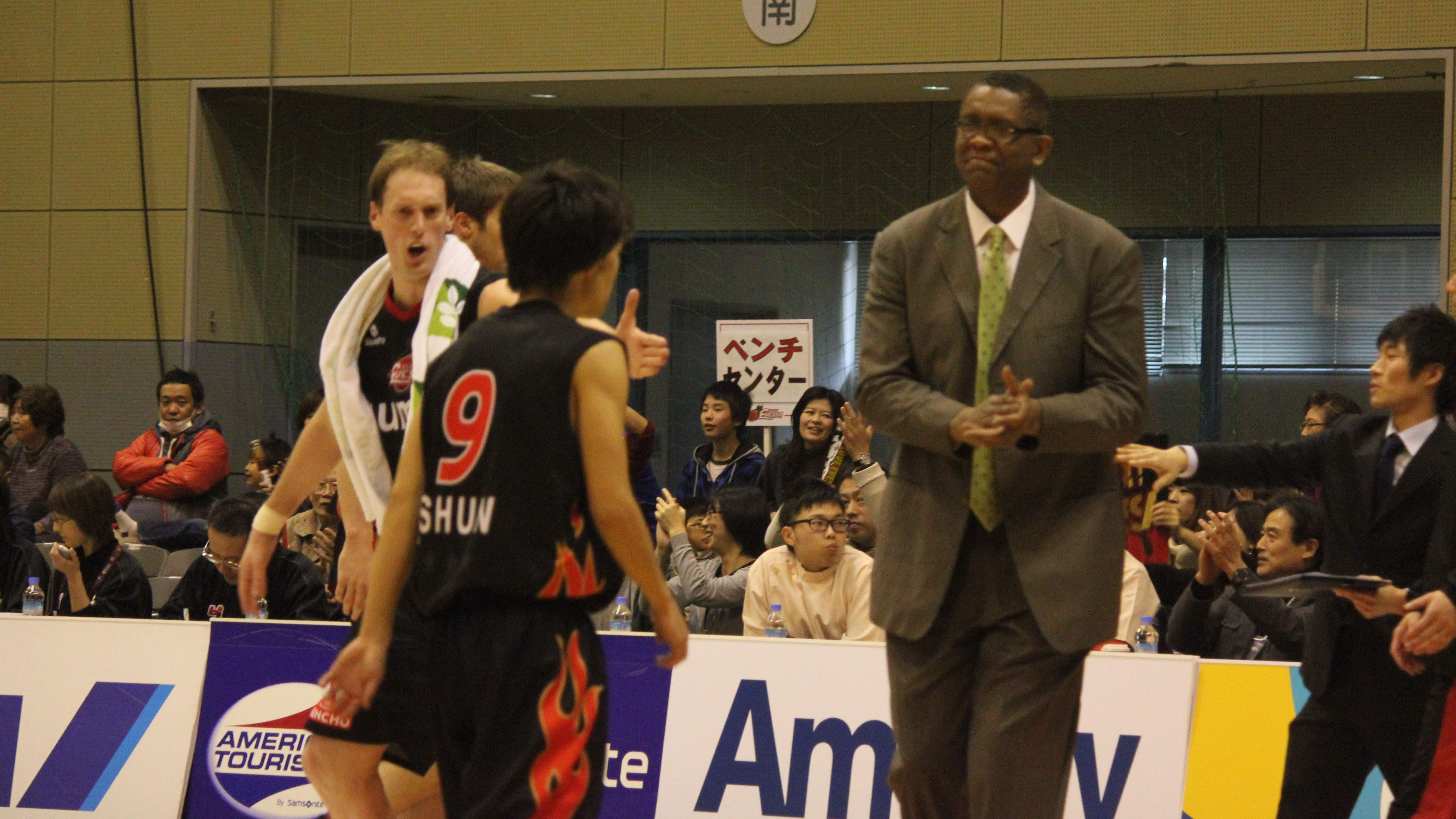 Keeping life interesting: Osaka Evessa head coach Bill Cartwright looks at his new job in Japan as another adventure along the way in his nearly 35 years in professional basketball. | HIROKO IWASA