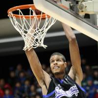 You can't teach size: Shimane Susanoo Magic center Jeral Davis, the bj-league's tallest player at 216 cm, wants to play in the NBA in the near future. | SHIMANE SUSANOO MAGIC/BJ-LEAGUE