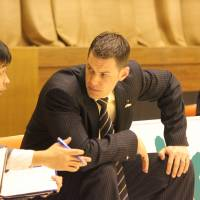 Attention to detail: Niigata Albirex BB coach Matt Garrison, in his second year at the helm, has positioned the bj-league club for a run at the championship. | HIROKO IWASA