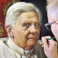 Papal portrait: Artist Michael Triegel works on a portrait of Pope Benedict XVI in Leipzig, eastern Germany, on Feb. 19. | AFP-JIJI