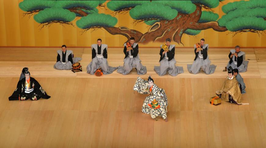 kabuki theatre essay Kabuki kabuki theater that started during the times of endo is a kind of traditional japanese theater what is the difference between kabuki and noh.