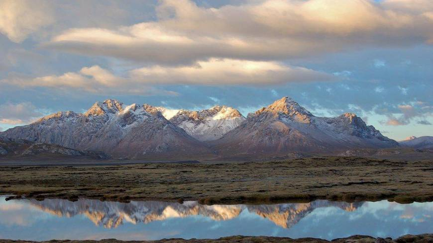 Mirror image: Vistas of majestic mountains, crystal clear lakes and broad wetlands greet visitors to the plateau of Qinghai Province.
