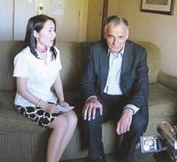 Fact-finding: Mika Tsutsumi interviews longtime 'green' political activist and four-time U.S. presidential candidate Ralph Nader in a hotel in Santa Cruz, California, in August 2008. | MIKA TSUTSUMI PHOTO