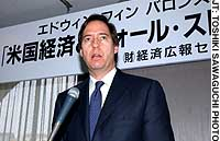 Edwin Finn, editor of Barron's magazine, speaks at Keidanren Kaikan on April 16 at a seminar in Tokyo organized by the Keizai Koho Center.