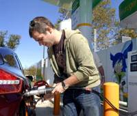 Future of fuel?: Jason Harper, a Bloomberg contributor, fills a 2008 Honda FCX Clarity with compressed hydrogen at an Air Products and Chemicals Inc. fueling station in Allentown, Pa., last October. | BLOOMBERG PHOTO