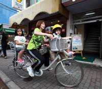 Battery-boosted bikes a hit with moms, firms
