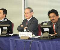Venkataraman Sriram (right) speaks while other panelists He Zhiyi (left) and Ryozo Yoshikawa listen.