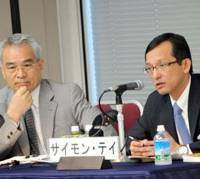 Simon Tay discusses Asia-U.S. relations during the Aug. 3 seminar at Keidanren Kaikan as the event's commentator Masashi Nishihara looks on. | SATOKO KAWASAKI PHOTO