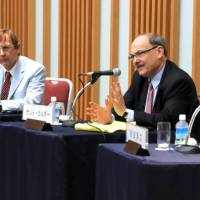 Kent Calder (right) discusses Japan-U.S. relations while his co-panelist William Brooks listen during the Aug. 27 seminar at Keidanren Kaikan in Tokyo. | SATOKO KAWASAKI
