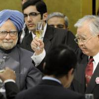 To business!: Indian Prime Minister Manmohan Singh (left) and Hiromasa Yonekura (second from right), chairman of the Japan Business Federation (Nippon Keidanren), toast Japan's new economic partnership accord during a luncheon hosted by the influential business lobby in Tokyo on Monday. | KYODO PHOTO