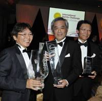 Savor the moment: Suntory officials involved in the making of the prizewinning Yamazaki 1984 whiskey, (from left) Tetsu Mizutani, Seiichi Koshimizu and Seiichiro Hattori, show off trophies at a London hotel Monday. | COURTESY OF SUNTORY LIQUORS LTD.
