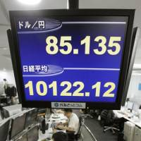 Weak at the knees: The yen weakened to the 85 level against the dollar Wednesday morning. | KYODO
