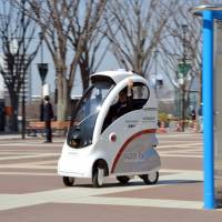 Hitachi devises tablet-controlled one-man EV for elderly