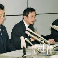 Turbulence: Senior Executive Vice President Osamu Shinobe (center), who is set to take the reins of All Nippon Airways Co. on April 1, tells the press about an emergency landing made by one of its Boeing 787s at Takamatsu airport in Kagawa Prefecture on Jan. 16. | KYODO