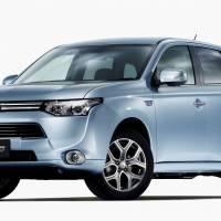 Meltdown: A lithium-ion battery pack in a Mitsubishi Motors Corp. Outlander plug-in hybrid electric vehicle (PHEV) melted last week at a dealership, the carmaker said Wednesday. | KYODO