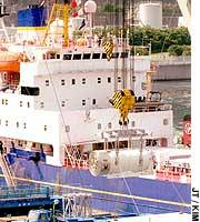 A container of MOX fuel, shipped from Britain for a Kansai Electric Power Co. nuclear plant, is offloaded from a ship in Takahama, Fukui Prefecture, in October 1999.