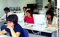 Participants in a recent Okinawa Labor Bureau employment seminar at the Okinawa Industrial Support Center in Naha use the Internet to hunt for jobs.