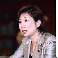 Liberal Democratic Party lawmaker Seiko Noda discusses plans to amend the Civil Code to enable married couples to have separate surnames, during a lecture meeting in Tokyo last July.