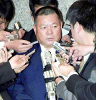 Nago mayor Yoshikazu Shimabukuro faces reporters in Tokyo after talks with central government officials on the Futenma base relocation plan.