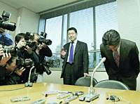 Hisayasu Nagata bows Friday in Tokyo after submitting his Diet resignation to the Lower House speaker.