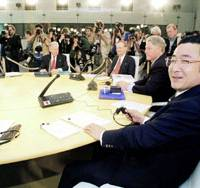 Prime Minister Ryutaro Hashimoto attends the Group of Eight summit in Lyon, France, in June 1996. | KYODO PHOTO