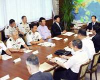 Defense Agency Director General Fukushiro Nukaga and his staff meet Wednesday at the agency in Tokyo following North Korea's launch of missiles earlier in the day. | KYODO PHOTO