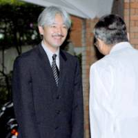 Prince Akishino arrives at Aiiku Hospital in Minato Ward, Tokyo, on Tuesday to attend a naming ceremony for his son. | POOL PHOTO