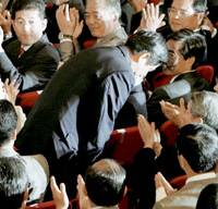 Chief Cabinet Secretary Shinzo Abe bows to Liberal Democratic Party lawmakers Wednesday after being chosen party president. | KYODO PHOTO