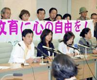 Tokyo teachers face the media with their lawyers Friday after filing a request for the Tokyo Metropolitan Government to retract disciplinary actions them, based on a court decision that confirms are not obliged to sing the national anthem while facing the national flag. | KYODO PHOTO