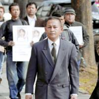 Khin Maung Hla, a Myanmarese asylum-seeker, enters the Nagoya High Court Thursday afternoon. | KYODO PHOTO