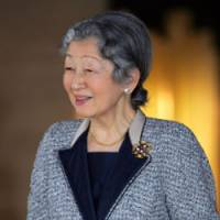 Empress Michiko waits for the arrival of Georgian President Mikhail Saakashvili at the Imperial Palace on March 9. | AP PHOTO