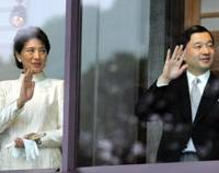 Crown Prince Naruhito and Crown Princess Masako wave to well-wishers from a glassed-in balcony at the Imperial Palace in Tokyo on Jan. 2, 2006. | AP PHOTO