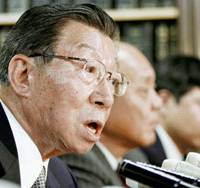 Former Lower House member Kanezo Muraoka expresses anger during a news conference Thursday after the Tokyo High Court convicted him of hiding a 100 million yen donation from the Japan Dental Association. | KYODO PHOTO