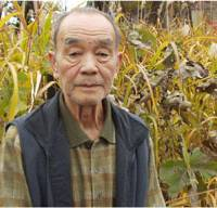 War veteran Yoshiro Yazawa, who was drafted only two days before Japan's surrender in World War II and forced to lead a life that he says would have been completely different had the draft paper been delayed for just two days, stands near his home in November. | JUN HONGO PHOTO