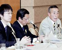 The candidates in the Osaka gubernatorial race — Toru Hashimoto (left), Shoji Umeda (center) and Sadatoshi Kumagai — attend a debate Wednesday in Osaka. | KYODO PHOTO