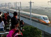 A train on the Taiwan High Speed Railway flashes past viewers near Taipei recently. The THSR runs between Taipei and Kaohsiung.   KYODO PHOTO