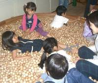 Wood is good: Children play with wooden balls at the Tokyo Toy Museum on May 6. | SAYURI DAIMON PHOTO