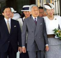 Bon voyage: Seen off by members of the Imperial family, Emperor Akihito and Empress Michiko prepare to depart for Europe at Haneda airport in Tokyo on May 21, 2007. | AP PHOTO