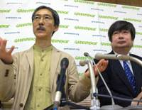 Raw deal?: Greenpeace Japan's executive director Jun Hoshikawa gestures at a news conference Saturday in Tokyo as lawyer Yuichi Kaido looks on. | KYODO PHOTO