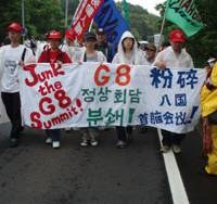 Kept at arm's length, protesters slam G8 leaders